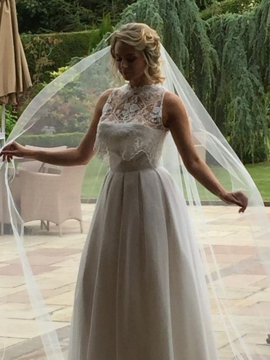 Winter White Thai Silk, Silk Chiffon and Bridal Lace Bridal Gown Size 8-10 € 700
